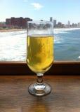 Bier overlookinng Sean royalty-vrije stock afbeelding