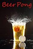 Bier pong Spiel stockfotografie