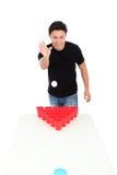 Bier pong Spieler lizenzfreie stockfotos