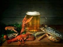 Bier, rivierkreeften en vissen Stock Fotografie