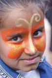 Bier-Sheva, ISRAEL - 5. März 2015: Porträt des jungen Brunettemädchens mit Make-upschmetterling auf ihrem Gesicht - Purim Stockfoto
