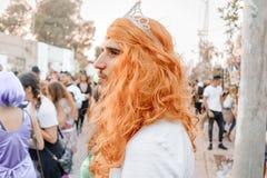 BIER SHEVA, ISRAEL - 1. MÄRZ 2018: Purim-Straßenmaskerade auf der Straße im Bier-Sheva Glücklicher purim Tag in Israel Stockfoto