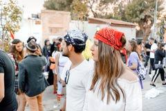 BIER SHEVA, ISRAEL - 1. MÄRZ 2018: Purim-Straßenmaskerade auf der Straße im Bier-Sheva Glücklicher purim Tag in Israel Stockfotos
