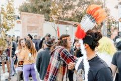 BIER SHEVA, ISRAEL - 1. MÄRZ 2018: Purim-Straßenmaskerade auf der Straße im Bier-Sheva Glücklicher purim Tag in Israel Lizenzfreie Stockfotos