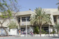 Bier-Sheva Negev, Israël - Maart 24, de bouw van de Stadsbibliotheek, schoolkinderen Royalty-vrije Stock Fotografie