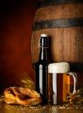 Bier und Brezel Stockfotos