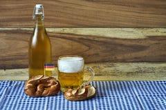 Bier und Brezeln Stockbild