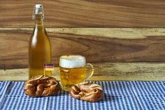 Bier und Brezeln Lizenzfreie Stockfotos