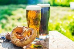 Bier und Brezeln, Oktoberfest-Partei lizenzfreie stockbilder