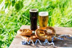 Bier und Brezeln, Oktoberfest-Partei stockfotografie