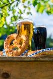 Bier und Brezeln, Oktoberfest-Partei lizenzfreies stockfoto