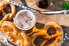 Bier und Brezeln, Oktoberfest-Partei lizenzfreies stockbild
