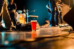 Bier und ein Lied Stockbild