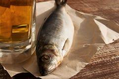 Bier und Snack zum Bier Stockfoto