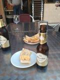 Bier und spanische Tortilla Lizenzfreie Stockbilder