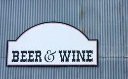 Bier-und Wein-Zeichen Lizenzfreie Stockfotografie
