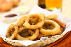 Bier-zerschlagene Zwiebel-Ringe Lizenzfreie Stockbilder