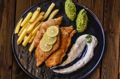 Bier zerschlug Fische u. Chips stockfotografie