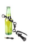 Bierflasche in den Fesseln Stockbilder