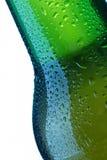 Bierflasche lässt Detail fallen stockbild