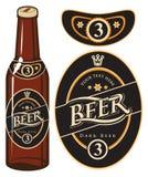 Bierflasche mit einem Aufkleber stock abbildung
