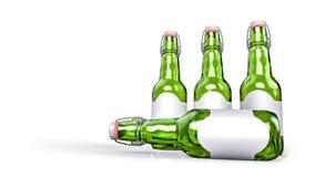 Bierflasche mit leerem Aufkleber nebeneinander Lizenzfreies Stockbild