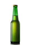 Bierflasche mit Wassertropfen Stockfotografie