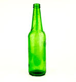 Bierflessen groene glasachtergrond, glastextuur/groene flessen/Fles bier met dalingen op witte achtergrond Stock Fotografie