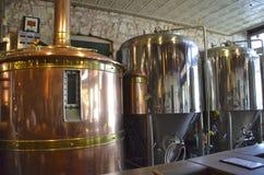 Biergärungs- und -c$brauenbehälter an einer Brauerei Lizenzfreies Stockfoto