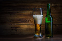 Bierglas en fles Stock Foto