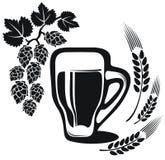 Bierglas mit der Weizenähre Stockfotos