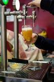 Bierkraan van bierbar royalty-vrije stock foto