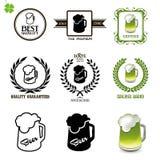 Bierreeks uitstekende etiketten, pictogrammen en emblemen met glazen bier Royalty-vrije Stock Afbeelding