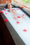 bierze kobiety kąpielowa dojna przyjemność obrazy stock