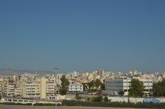 Bierze miasto Piraeus Od rejsu Architektura krajobrazów podróży rejsy obrazy stock