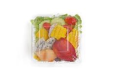 Bierze oddalonej zdrowej sałatki w plastikowym pakunku Obrazy Royalty Free