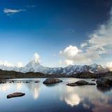 Bietschorn avec le petit lac photo libre de droits