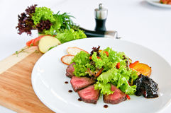 Bife & vegetais Fotografia de Stock Royalty Free