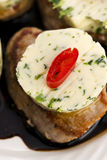 Bife com manteiga de ervas Imagem de Stock