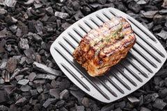 Bife cozinhado no carvão vegetal imagem de stock royalty free