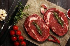 Bife cru Asse Rib Eye Steak, entrecote envelhecido seco Stea de Wagyu imagens de stock royalty free