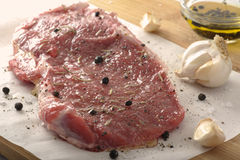 Bife cru temperado foto de stock royalty free