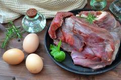 Bife da carne crua Alimento biológico selvagem tradicional fotografia de stock royalty free