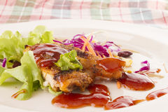 Bife da galinha com vegetais Fotografia de Stock