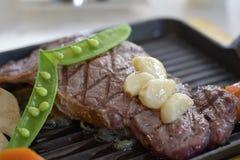 Bife da pimenta servido com vegetal Fotografia de Stock