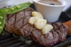 Bife da pimenta servido com vegetal Fotografia de Stock Royalty Free