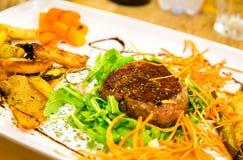 Bife de carne com vegetais Fotos de Stock Royalty Free