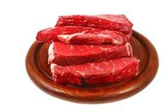 Bife de carne sangrento cru na placa fotografia de stock royalty free