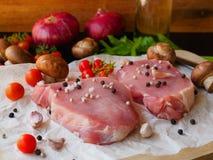 Bife de costeleta cru da carne de porco Fotografia de Stock
