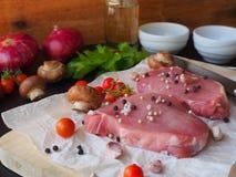 Bife de costeleta cru da carne de porco Fotos de Stock Royalty Free
